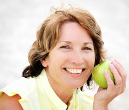 woman-with-granny-smith-apple